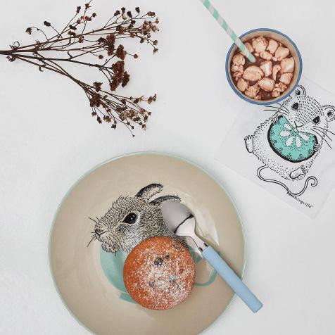 Assiette pour enfant blanche et bleue albert bloomingville for Assiette bloomingville